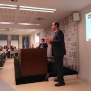 Santiago Ávila como ponente en la conferencia de management